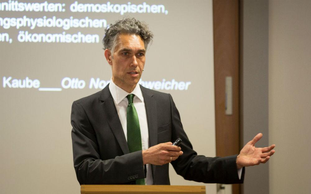 Picture of Jörg Metelmann while Teaching